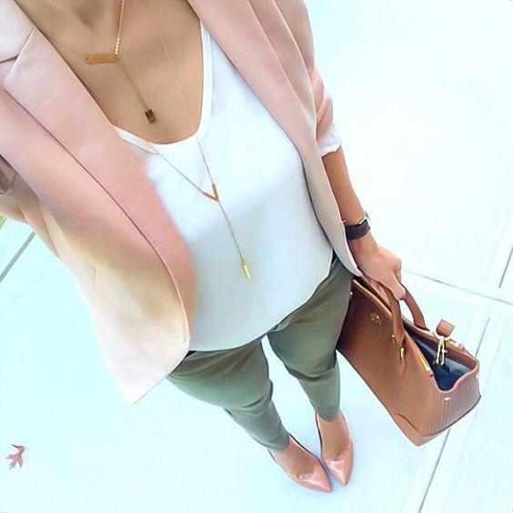Сакото – аксесоар или задължителна дреха