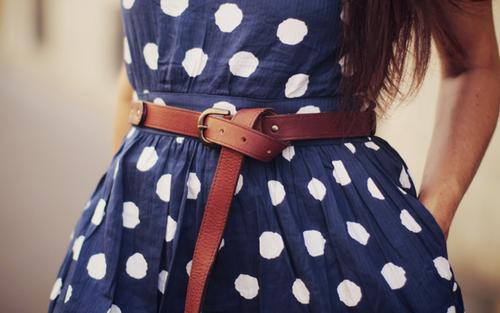 Коланът на роклята – завършващият аксесоар