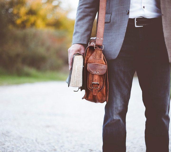 Модерни аксесоари – мъжки чанти през рамо