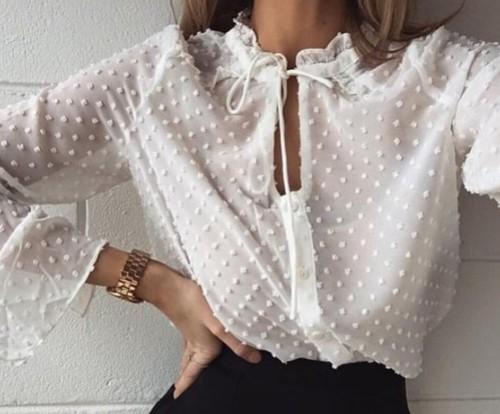 Елегантни блузи за елегантни офис дами