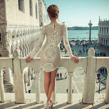 Къси рокли с дантела