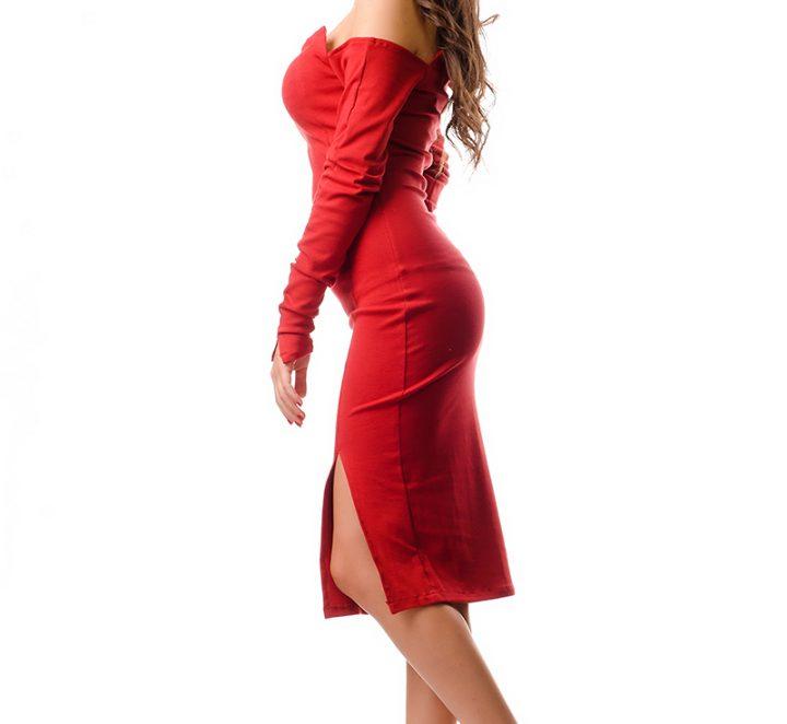 Сексапилна и романтична с червена рокля