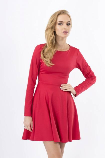 Приказна и неустоима с червена кукленска рокля